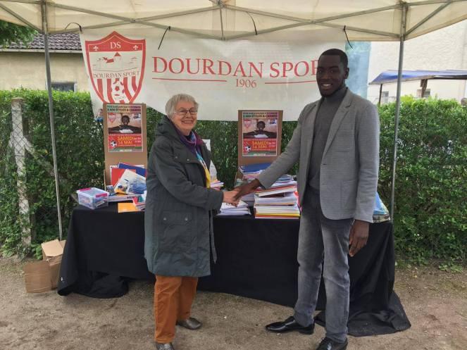 Paulette Ducoloner, présidente de Maliance avec Yakhouba, vice-président de Dourdan Sport