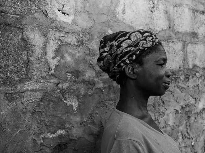 femme, Abidjan crédits Charles Henry