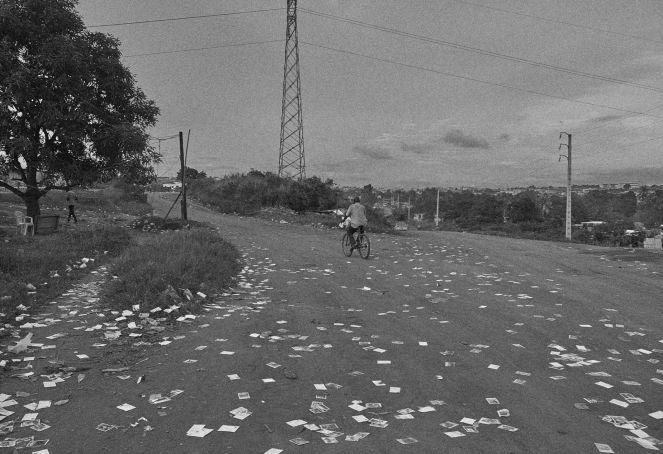 Homme à vélo, Abidjan